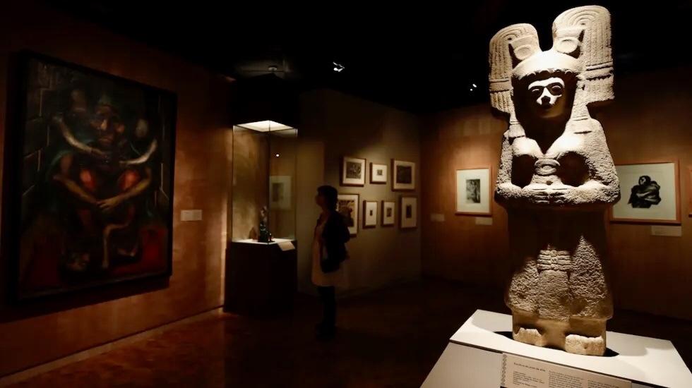 Inauguran exposición 'La grandeza de México' con piezas recuperadas de otros países.