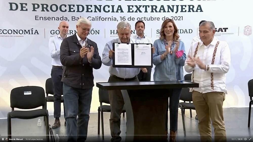 "Legaliza presidente López Obrador los ""autos chocolate""."
