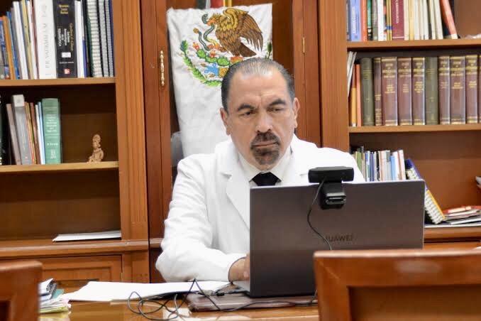 Es el Dr. Enrique Barrios Navarro ganador de la Presea al Mérito Médico.